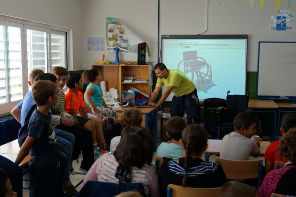 Los escolares han programado en 3D para elaborar el diseño de una silla de ruedas adaptada al público infantil