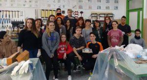 Los alumnos de 4º ESO del IES Carlos III posando tras el taller de refugios