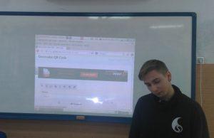 Ohle explicando cómo se generan los códigos QR