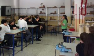 Explicando las características de los refugios y dificultades de la fauna urbana