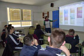 El Día de la Mujer y la Niña en la Ciencia divulga conocimiento en las aulas de secundaria con nuestra asesora científica Mayte Pedrosa
